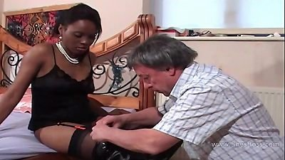 Faceful of ebony beaver for elder white gent