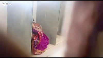 Desi lady public toilet pissing spy